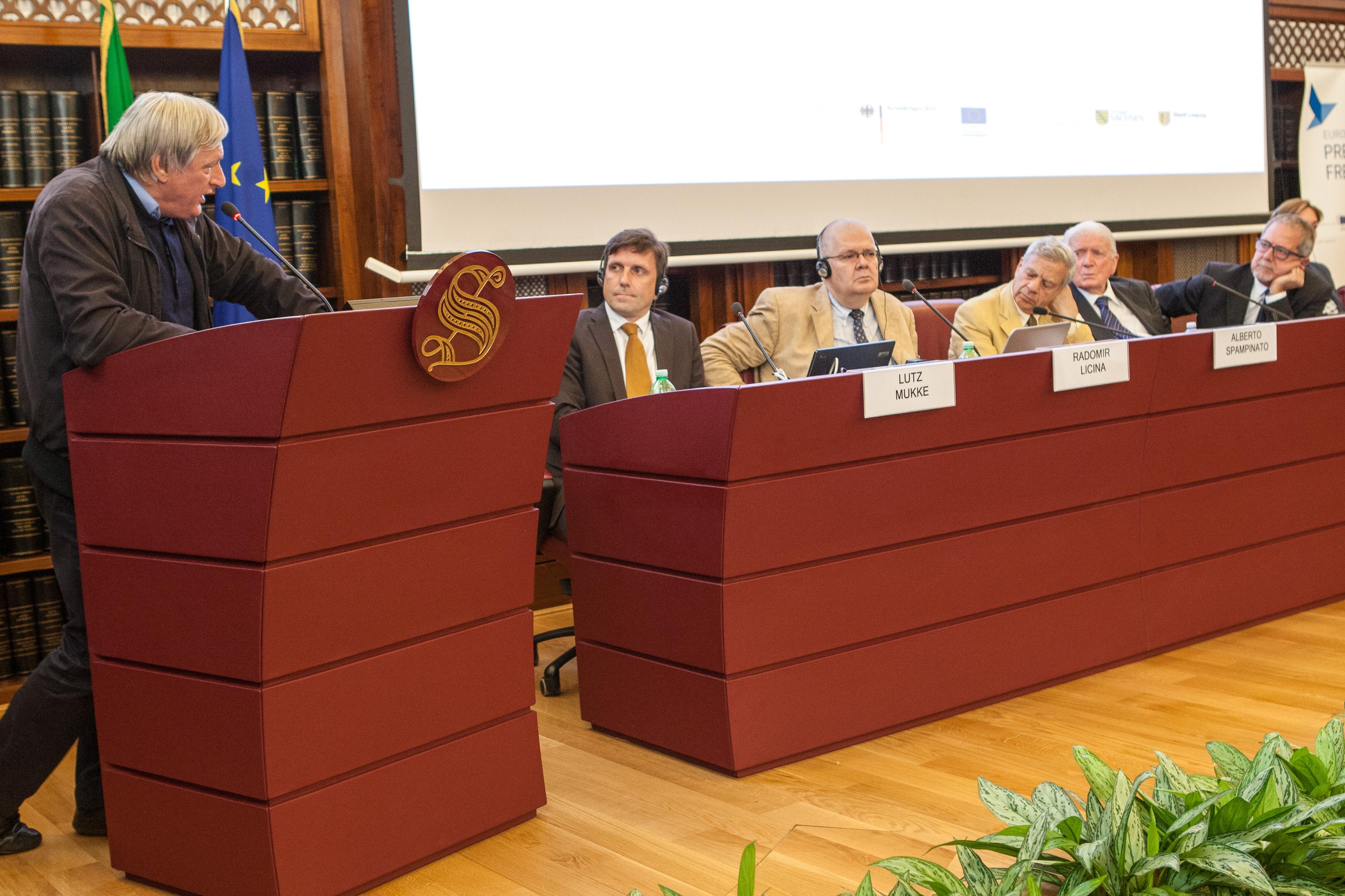 Dr. Lutz Mükke (2. v.l.) auf einem Experentpanel im Römischen Senat, Italien 2015, (c) Ossigenio del Informazione
